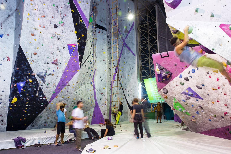 oaka_indoor_climbing1