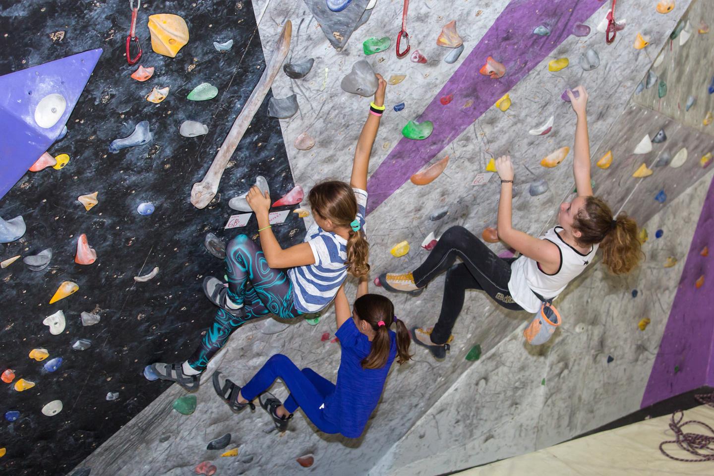 oaka_indoor_climbing2